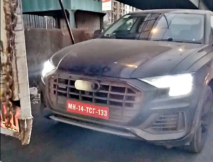 2018 Audi Q8 spy shot headlamp glow