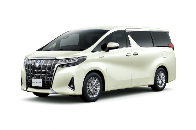 2018 Toyota Alphard (facelift) front three quarters