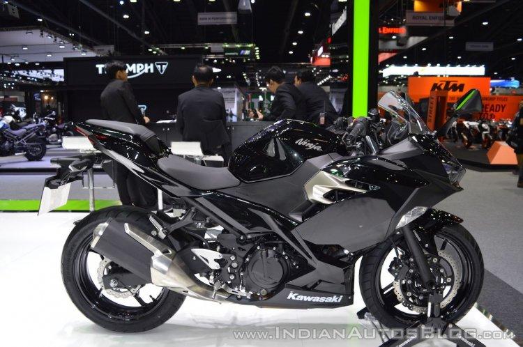 Kawasaki Ninja 400 Black right side