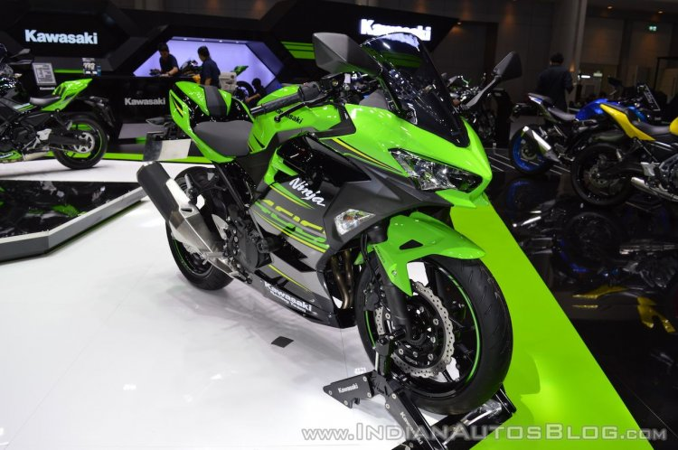 Kawasaki Ninja 400 KRT Edition front right quarter