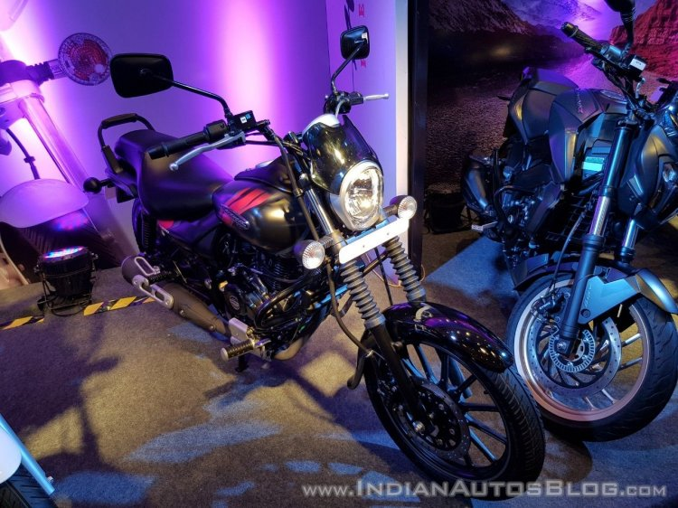 2018 Bajaj Avenger 220 Street unveiled front right quarter