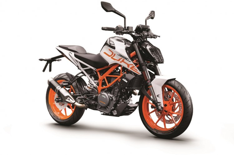 2018 KTM 390 Duke white press front right quarter