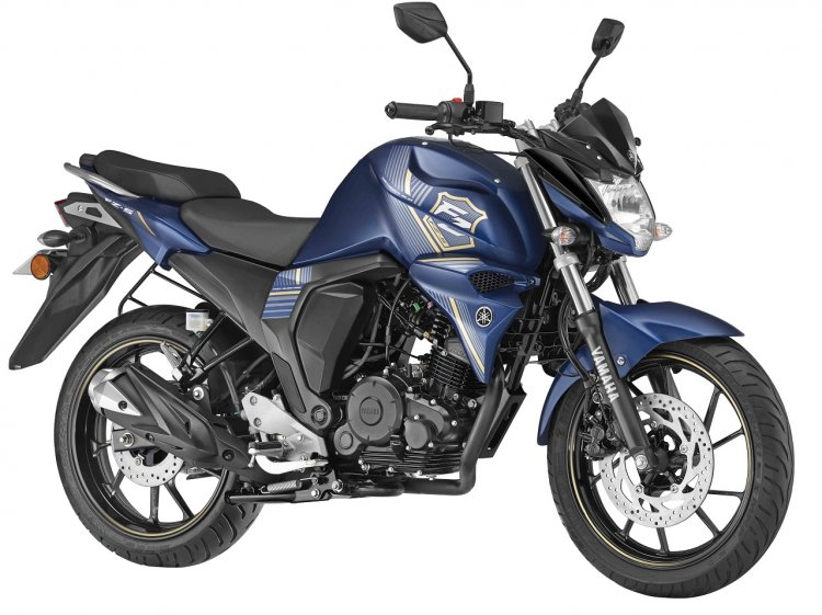 2018 Yamaha FZS-FI press front right quarter