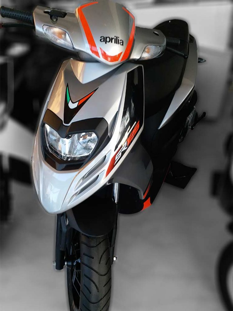 Aprilia SR 125 Silver spied by IAB Reader