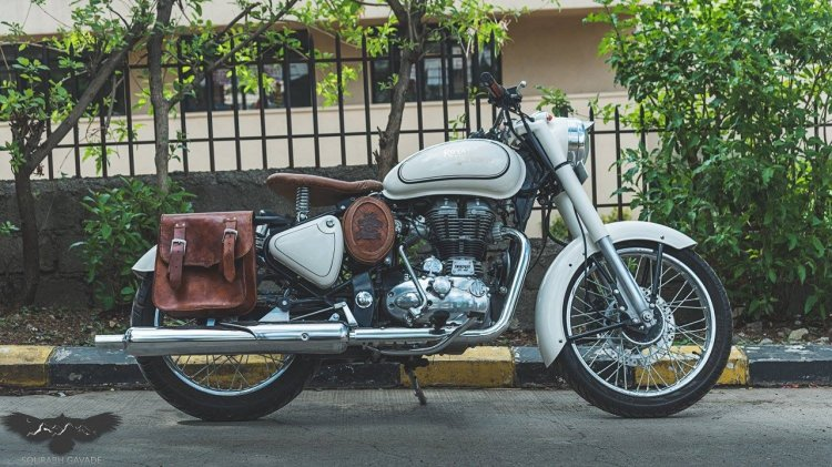 Royal Enfield Bullet 500 Aristocrat right side