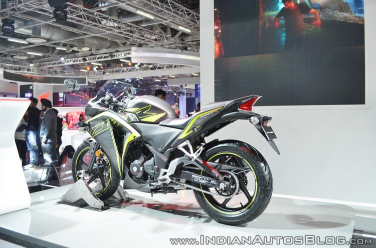 2018 Honda CBR250R rear left quarter at 2018 Auto Expo