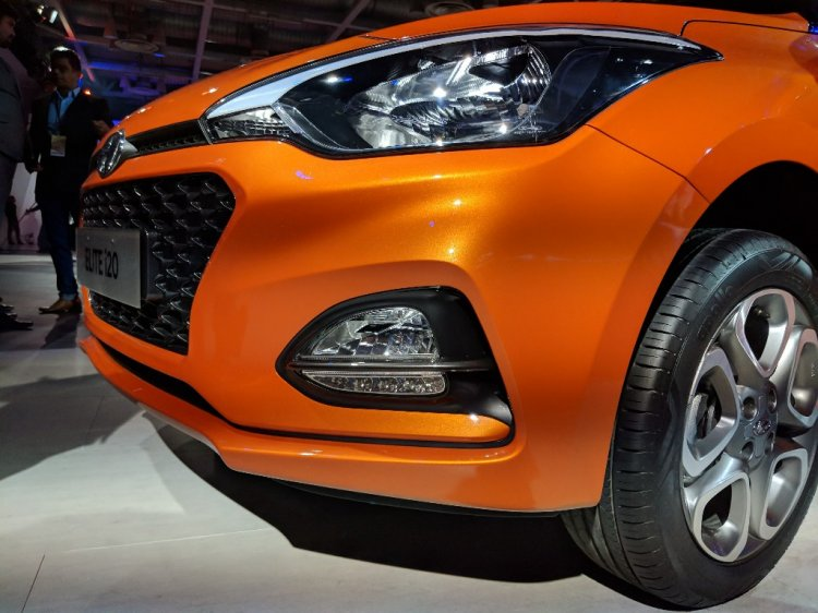 2018 Hyundai i20 (facelift) Passion Orange with Black front bumper at Auto Expo 2018