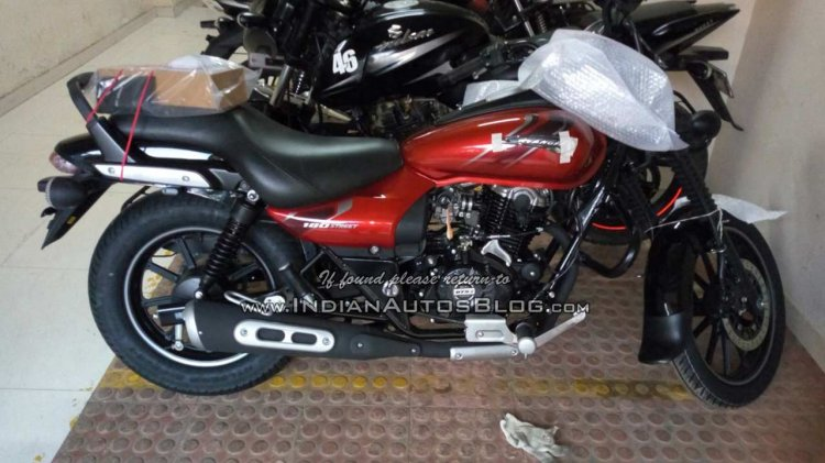 Bajaj Avenger 180 Street spied by IAB reader right side