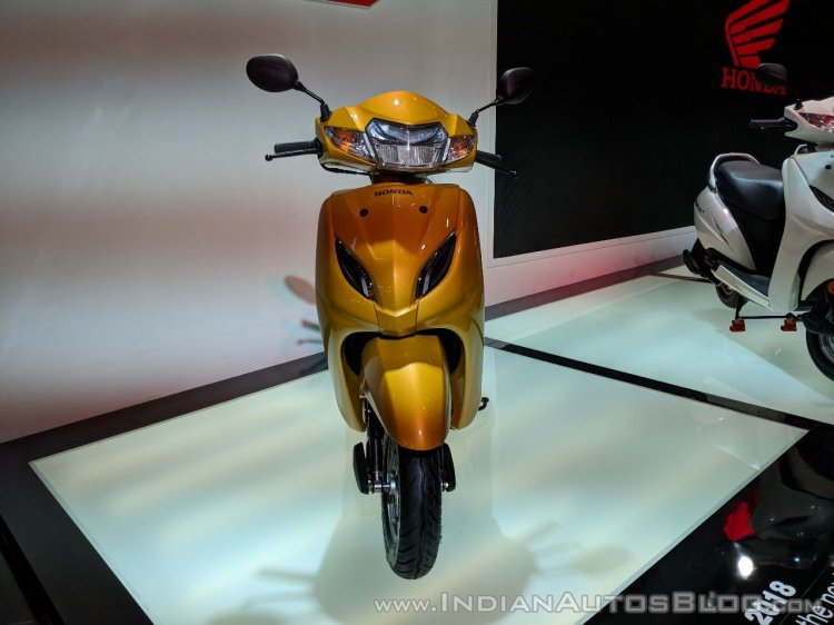 Honda Activa 5G front at 2018 Auto Expo
