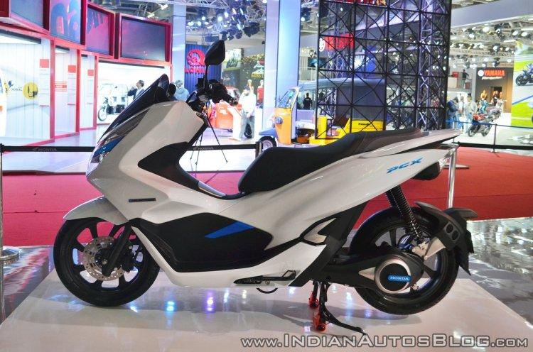 Honda PCX Electric Concept left side at 2018 Auto Expo