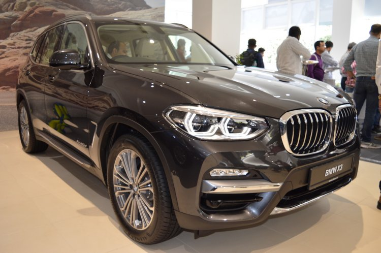 2018 BMW X3 Black Sapphire front three quarters