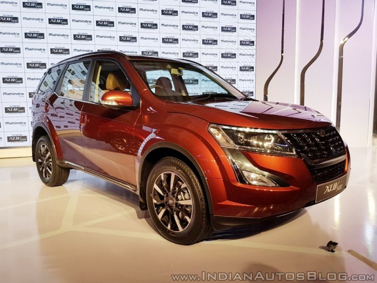 2018 Mahindra XUV500 facelift front three quarters