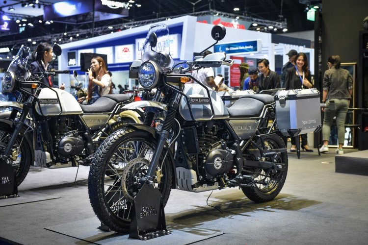 Royal Enfield Himalayan Sleet front left quarter at 2018 BIMS