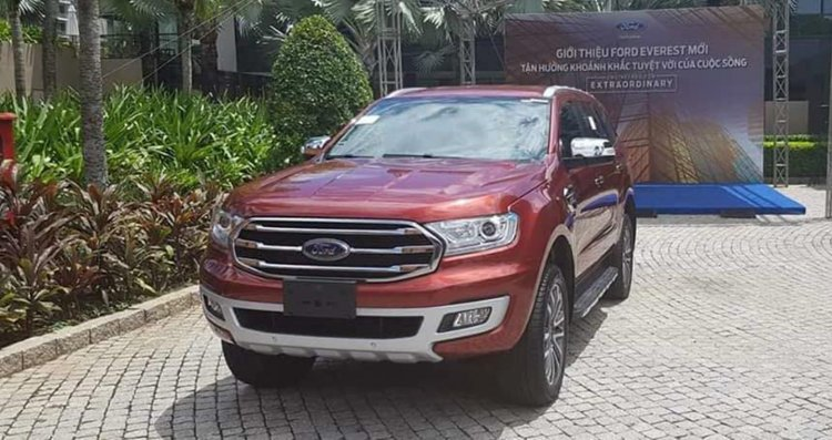 LHD 2019 Ford Everest (2019 Ford Endeavour) front quarter launched in Vietnam