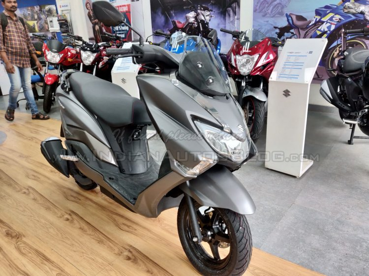 Suzuki Burgman Street spied at showroom grey front right quarter