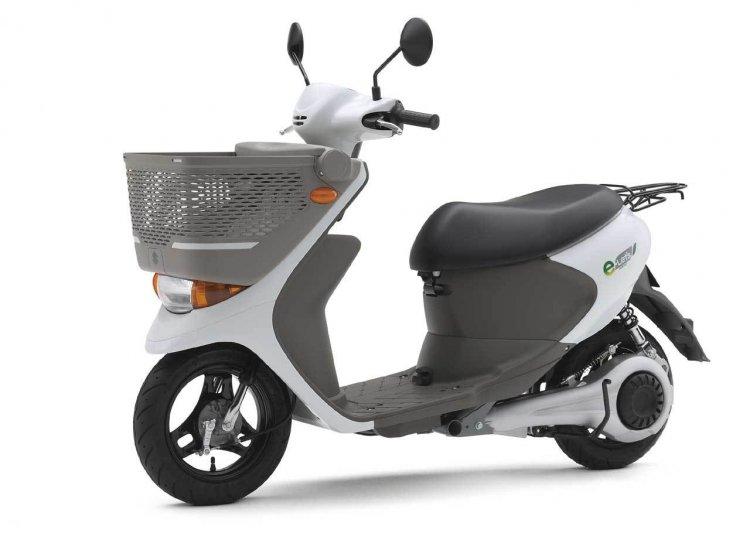 Suzuki e-Lets front left quarter press image