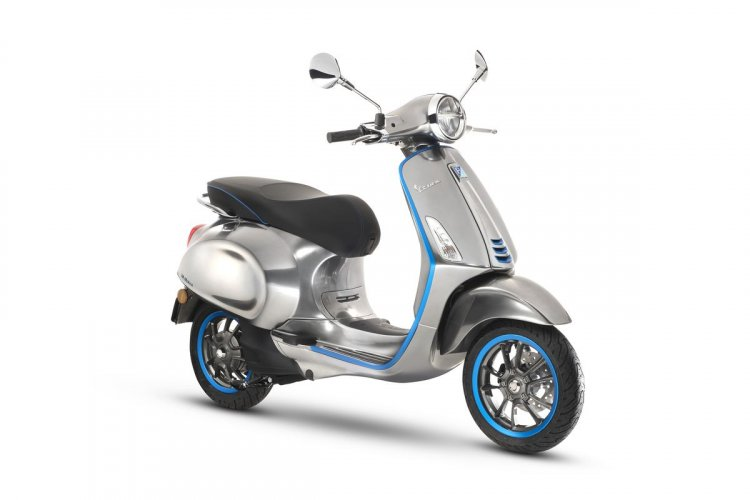 Vespa Elettrica e-scooter front quarter