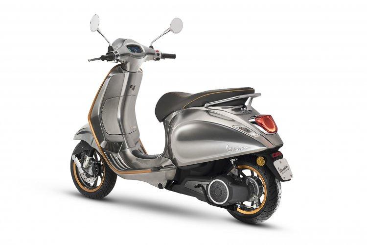 Vespa Elettrica e-scooter rear quarter
