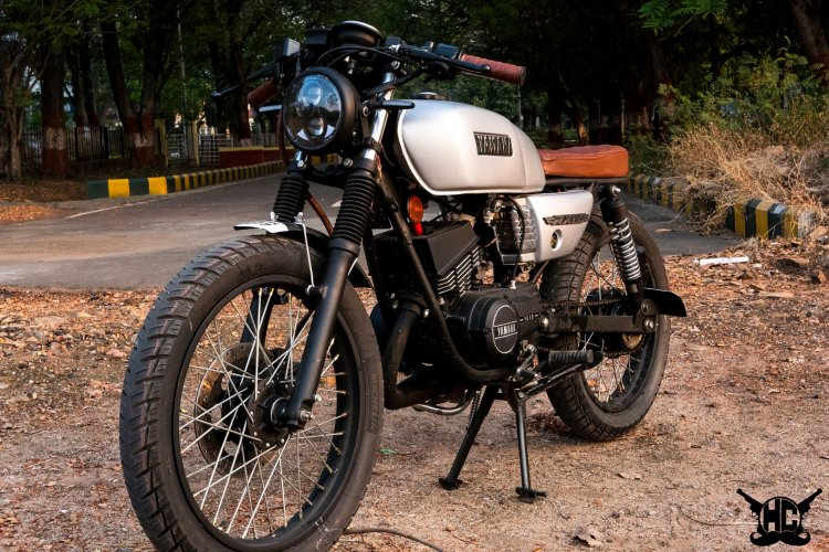 Yamaha RX 135 brat cafe racer with by Hindustan Customs front left quarter