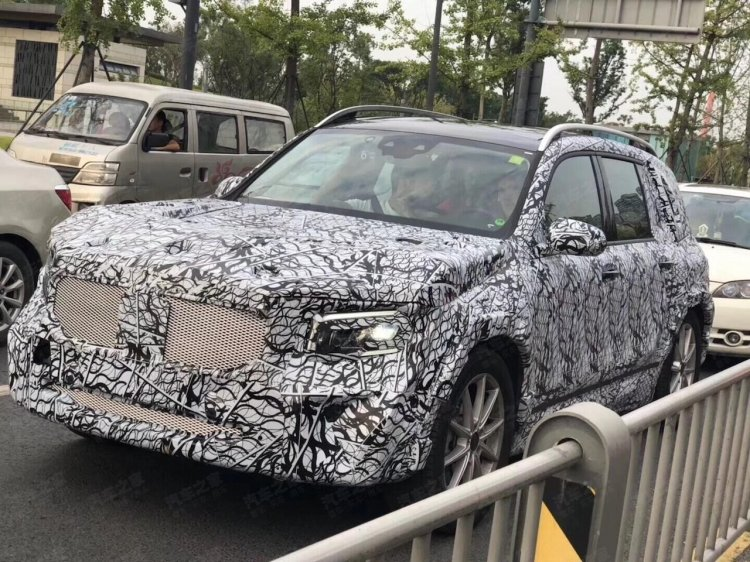mercedes glb front three quarters spy shot