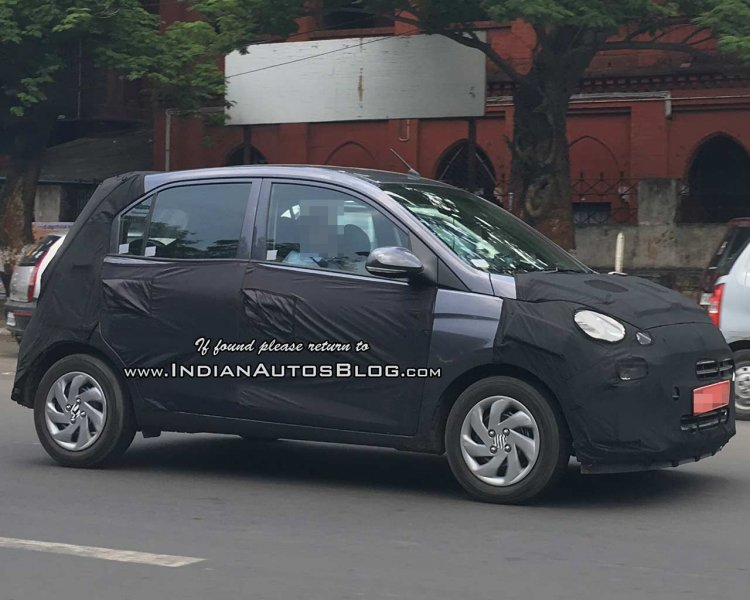 Hyundai AH2 (2018 Hyundai Santro) spied in 'Star Dust' paint shade