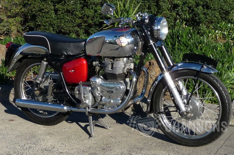Royal Enfield Constellation 700 Image