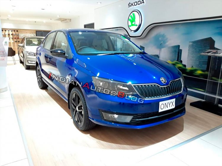 Skoda Rapid Onyx Front Three Quarters Right Side