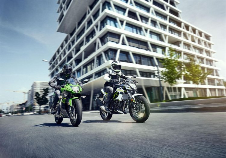 Kawasaki Ninja 125 And Z125 Official Image Left Front