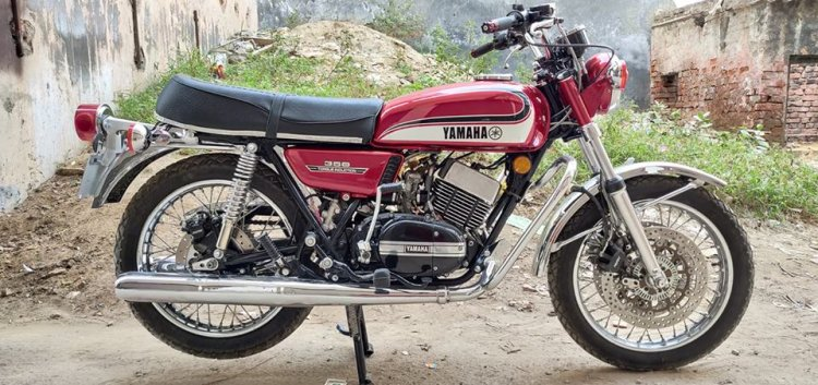 Modified Yamaha RD350 Disc Brakes And ABS Right Side