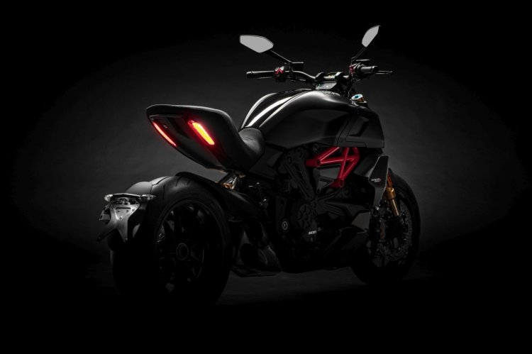 2019 Ducati Diavel S Studio Shots Black Tail Light