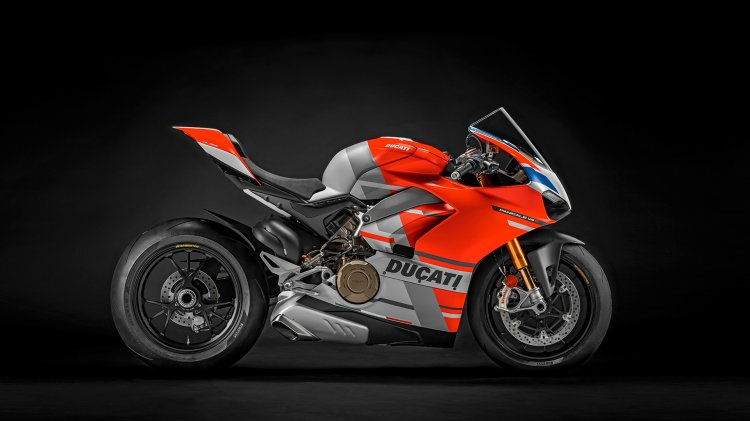 Ducati Panigale V4s Corse Right Side Profile