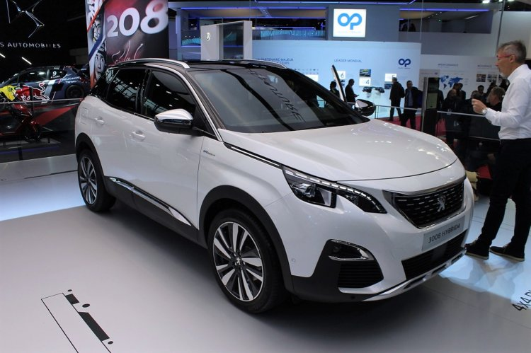 Peugeot 3008 Hybrid4 Front Quarters At 2018 Paris