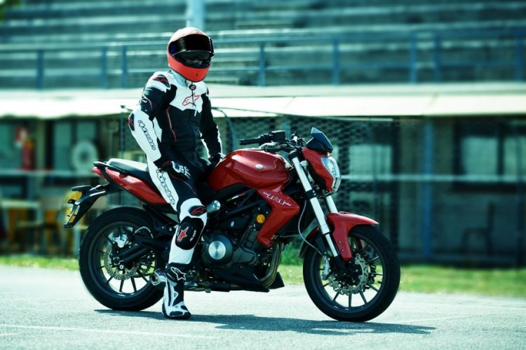 Benelli Tnt300 Launched In India Right Side