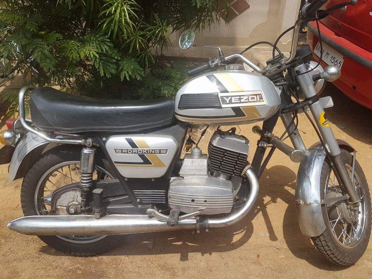 Yezdi Roadking 250 By Vishal Agarwal Right Side 2