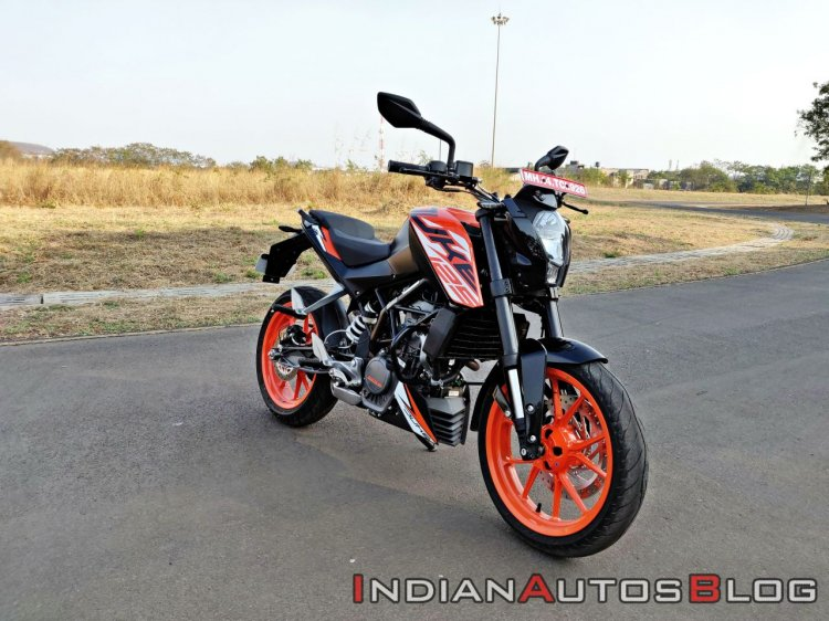 Ktm 125 Duke Abs Review Still Shots Right Front Qu