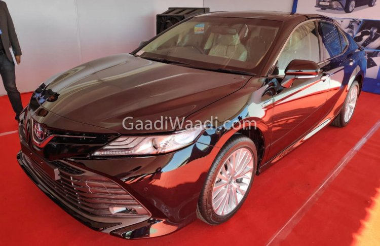 Indian Spec 2019 Toyota Camry Hybrid Front Three Q