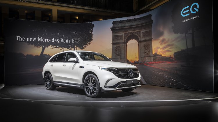 Mercedes Eqc Front Three Quarters Right Side