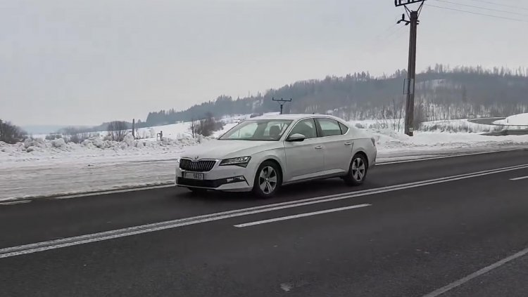 2019 Skoda Superb Facelift Front Three Quarters Sp
