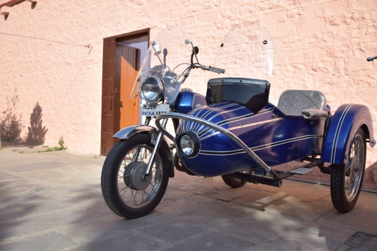 Yezdi Classic 175 With Custom Sidecar Left Front Q