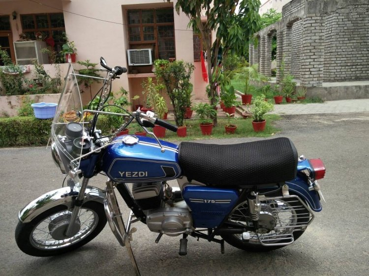 Yezdi Classic 175 Without Custom Sidecar Right Sid