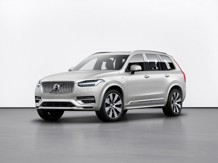 New Volvo Xc90 Facelift Front Three Quarters