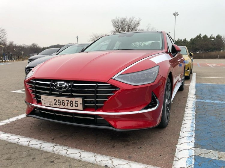 2019 Hyundai Sonata Front Three Quarters