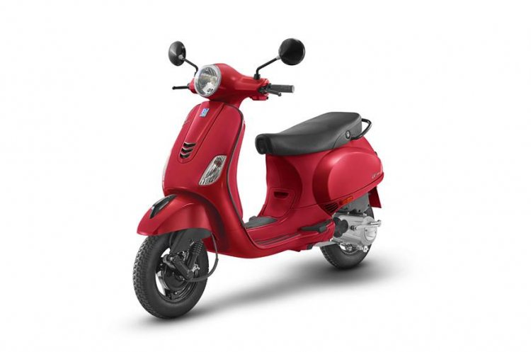 Vespa Urban Club Glossy Red Left Front Quarter