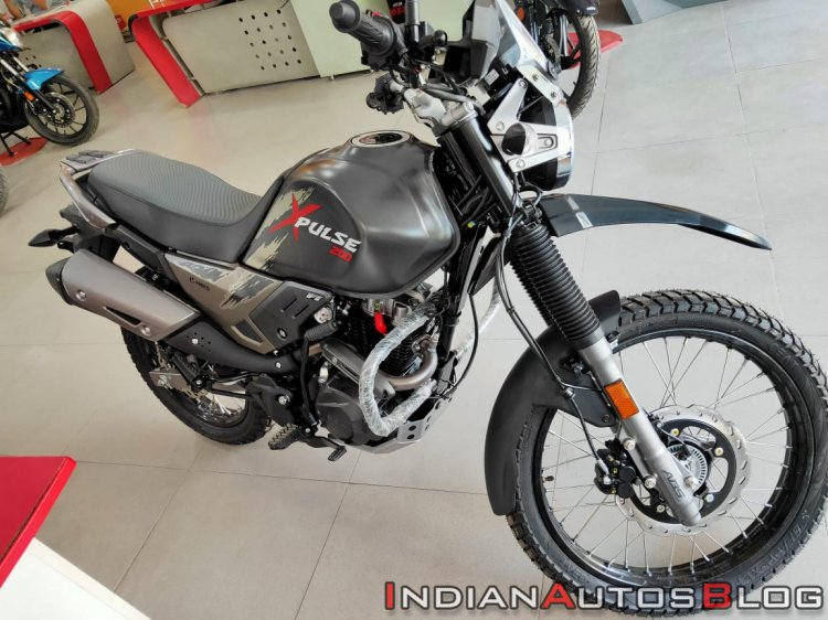 Hero Xpulse 200 Dealer Front Three Quarters