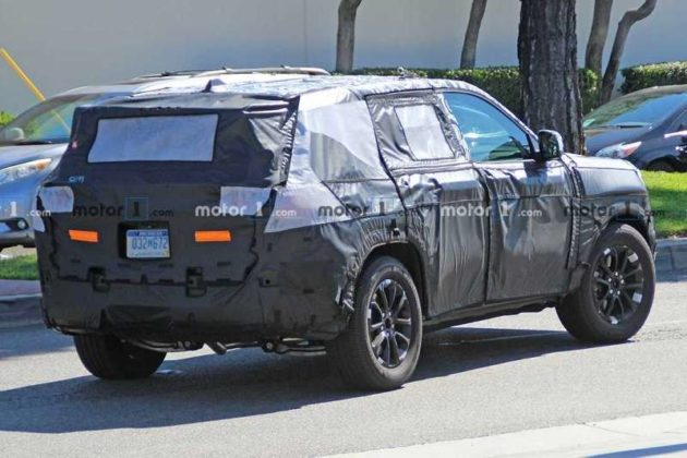 First Spy Pictures Of 2021 Jeep Grand Cherokee Eme