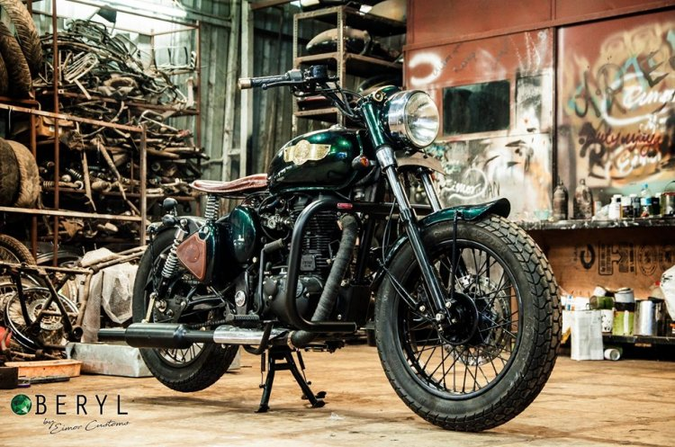 Royal Enfield Classic 500 Beryl Eimor Customs Righ