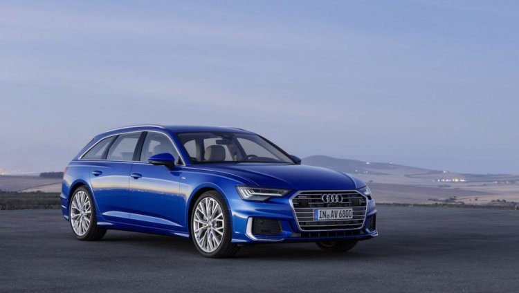 2018 Audi A6 Avant Front Three Quarters Right Side