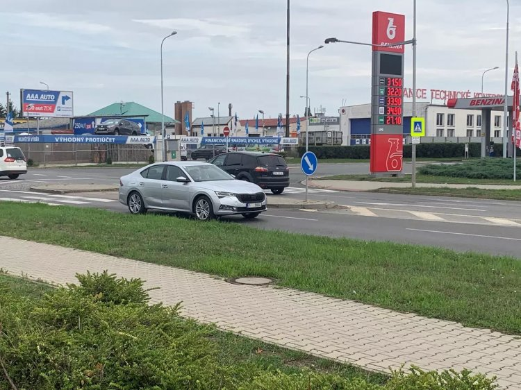 Next Gen 2020 Skoda Octavia Front Three Quarters S