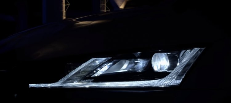 2020 Skoda Octavia Headlights