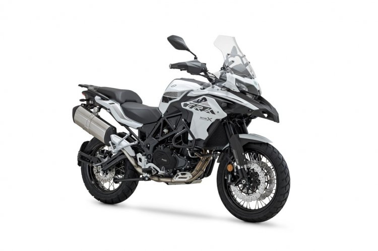 2020 Benelli Trk 502x White Right Front Quarter